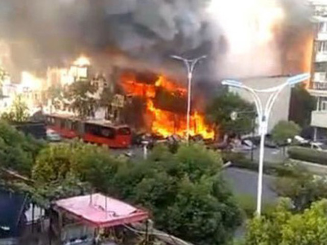 Kinh hoàng khoảnh khắc nhà hàng Trung Quốc nổ tung như bom