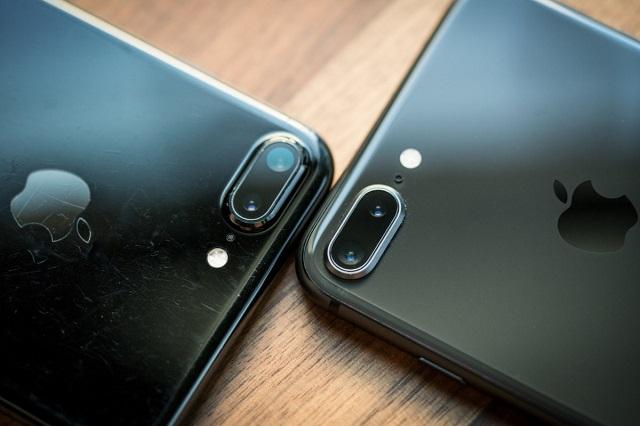 So sánh iPhone 7 Plus và iPhone 8 Plus: Vỏ kim loại sang trọng hay mặt kính thời thượng? - 1