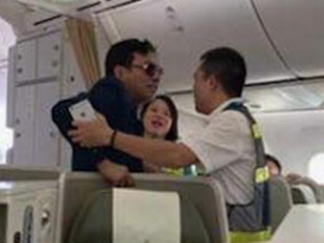 """Điểm bất thường trong vụ đại gia bị """"tố"""" sàm sỡ cô gái trên máy bay"""