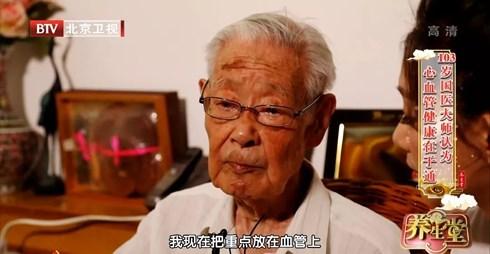 Bác sĩ 103 tuổi tiết lộ bí quyết sống thọ nhờ uống một loại nước mỗi ngày - 1