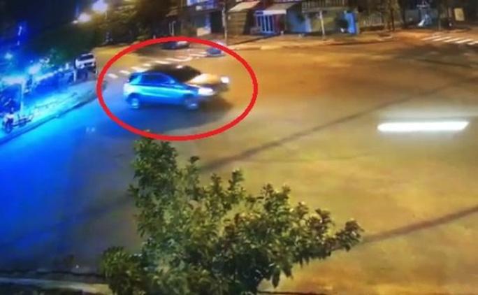 """Tài xế xe Mercedes """"làm xiếc"""" gây náo loạn ở Đà Nẵng bị phạt 17 triệu - 1"""