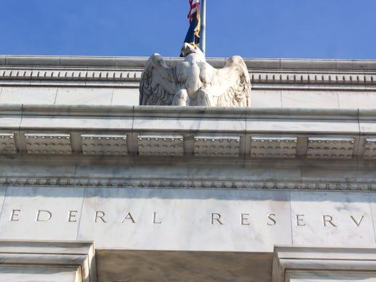 Tại sao Cục dự trữ liên bang cắt giảm lãi suất? - 1