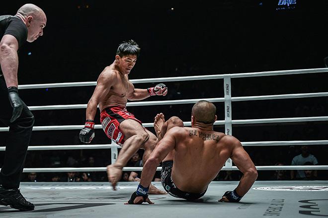 """Võ sỹ MMA đá gãy chân đối thủ vẫn thua: Quyết """"xả giận"""" sau bài học đắt giá - 1"""