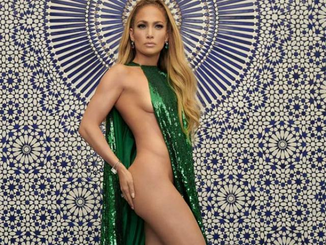 """Phong cách thời trang """"gây khó hiểu"""" của Jennifer Lopez"""