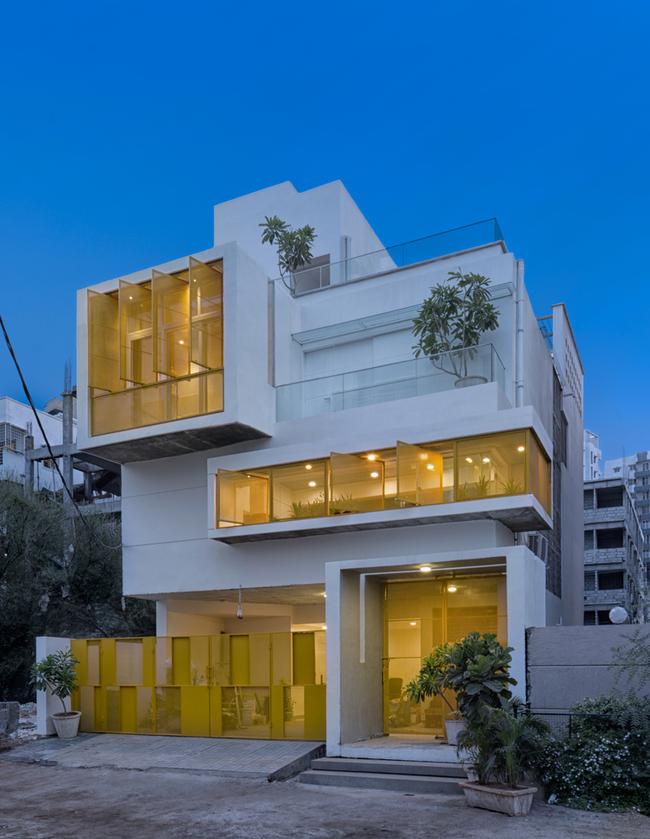 Đây là nơi sinh sống của một cặp vợ chồng trẻ. Thiết kế ngôi nhà do chính người chồng lên ý tưởng.
