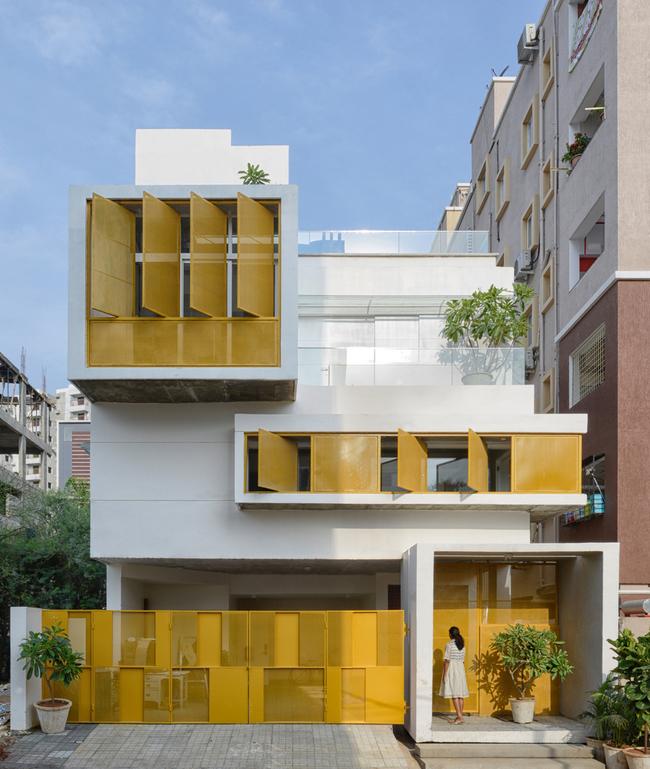 Ngôi nhà được xây dựng trên diện tích đất 170 m2 tại thành phố Hyderabad của Ấn Độ.