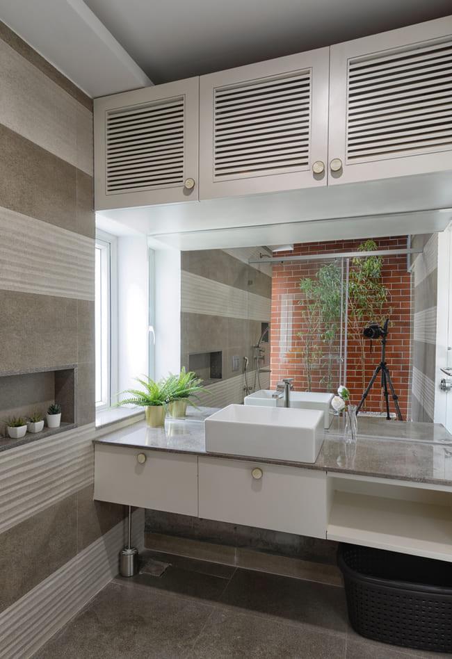 Chỉ có một nhà vệ sinh trong ngôi nhà nhưng sở hữu không gian khá lớn và sang trọng.