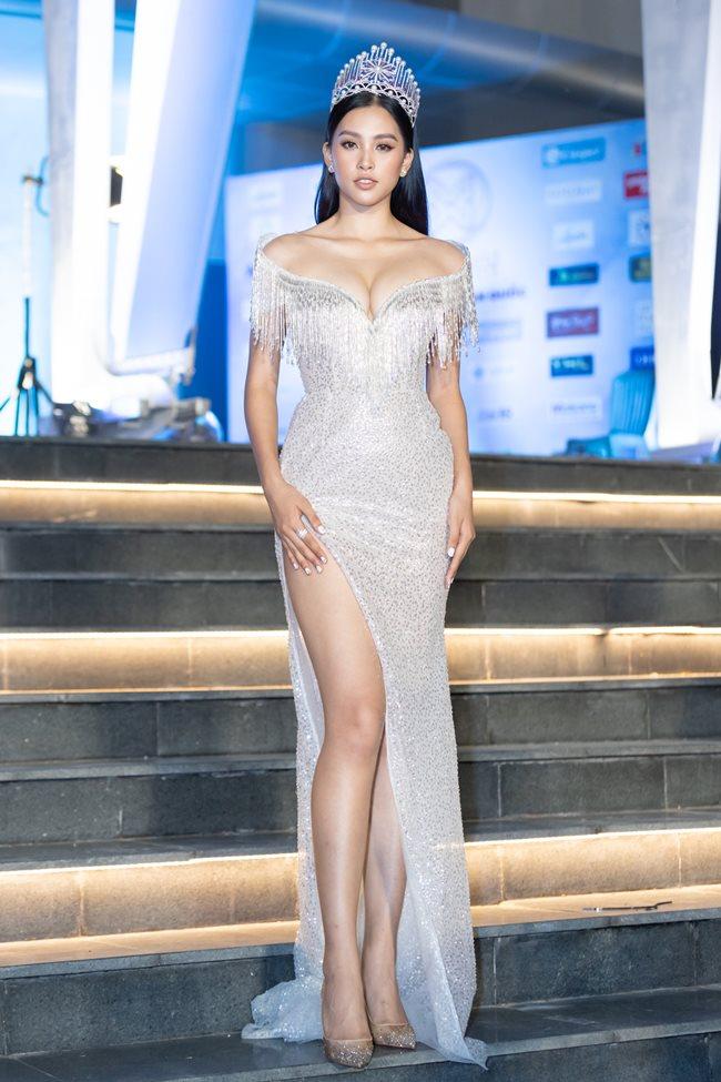 Tiểu Vy - Mai Phương Thúy đọ sắc trên thảm đỏ Miss World Việt Nam 2019 - 1