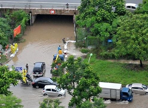 Nước sông Nhuệ dâng cao, phía Tây Hà Nội ngập úng nặng - 1