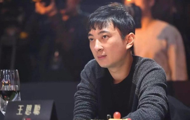 Wang Sicong sinh năm 1988 ở Đại Liên, Liêu Ninh, Trung Quốc.