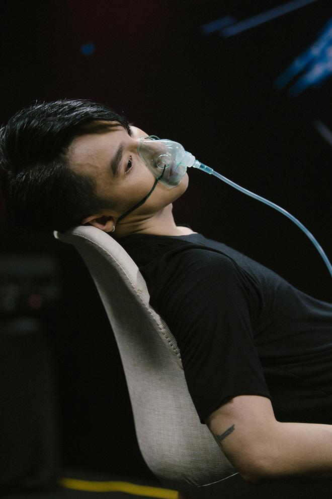 Sơn Tùng kiệt sức phải thở bình oxy sau hậu trường - 1
