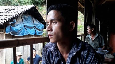 Người đàn ông chết lặng khi gia đình có 6 người mất tích do lũ cuốn trôi - 1
