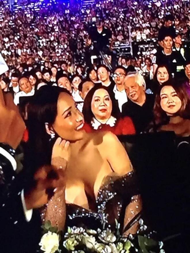 Người đẹp Việt nhiều lần mặc kém duyên trên sóng trực tiếp - 1