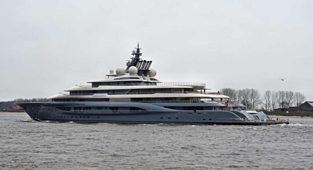 """Người giàu nhất thế giới hứng bão chỉ trích vì """"trót"""" khoe siêu du thuyền 400 triệu đô la - 1"""