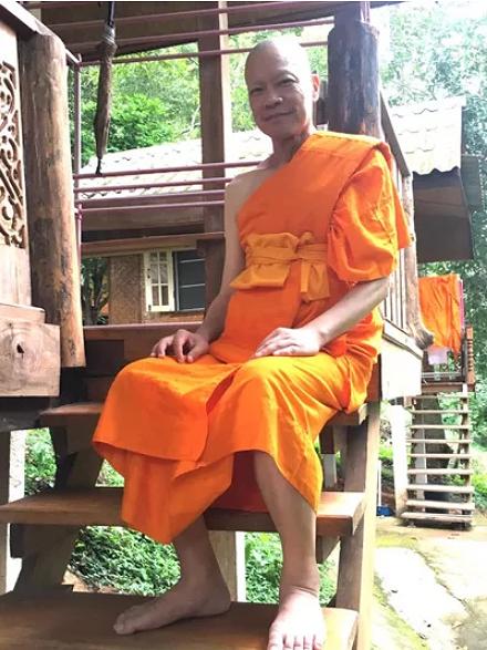 Tài tử 'Anh hùng xạ điêu' đi tu ở Thái Lan sau nhiều trắc trở đời tư - 1