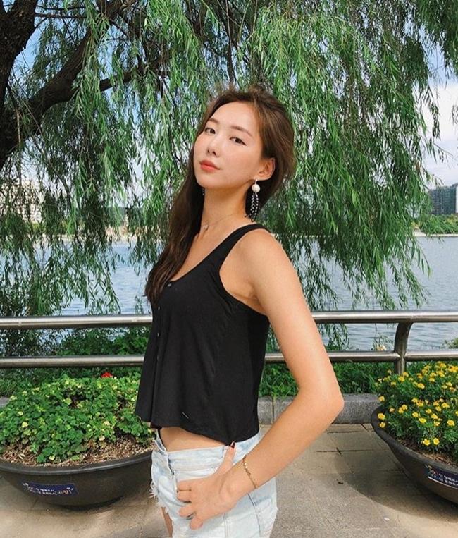 Đời thường, Son Sohee vô cùng nữ tính và có phần giản dị.