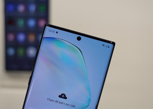 Với chứng nhận HDR10+ và ánh xạ giai điệu động, ảnh và video sẽ sáng hơn so vớicác thiết bị Note trước đây và có dải màu rộng, nịnh mắt hơn trên Note10.