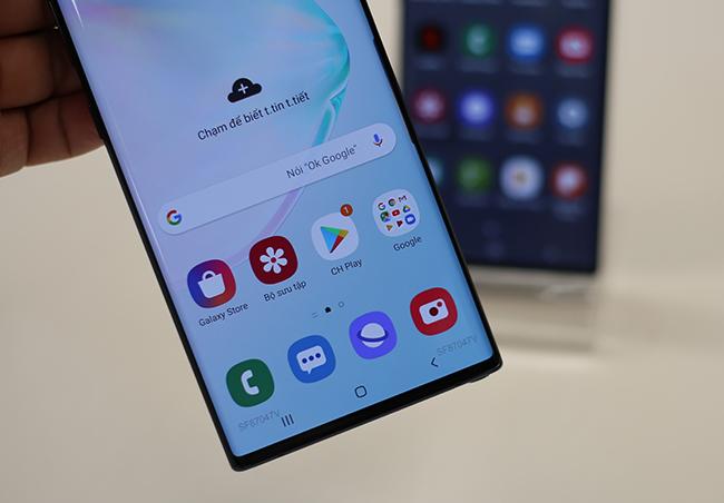 Note10 đi kèm ứng dụngSamsung Pay cho phép thanh toán nhanh chóng và an toàn,Samsung Health giúp người dùng theo dõi sức khỏe liền mạch,Samsung Knox giúp bảo vệ dữ liệu với các giải pháp bảo mật cấp quốc phòng.