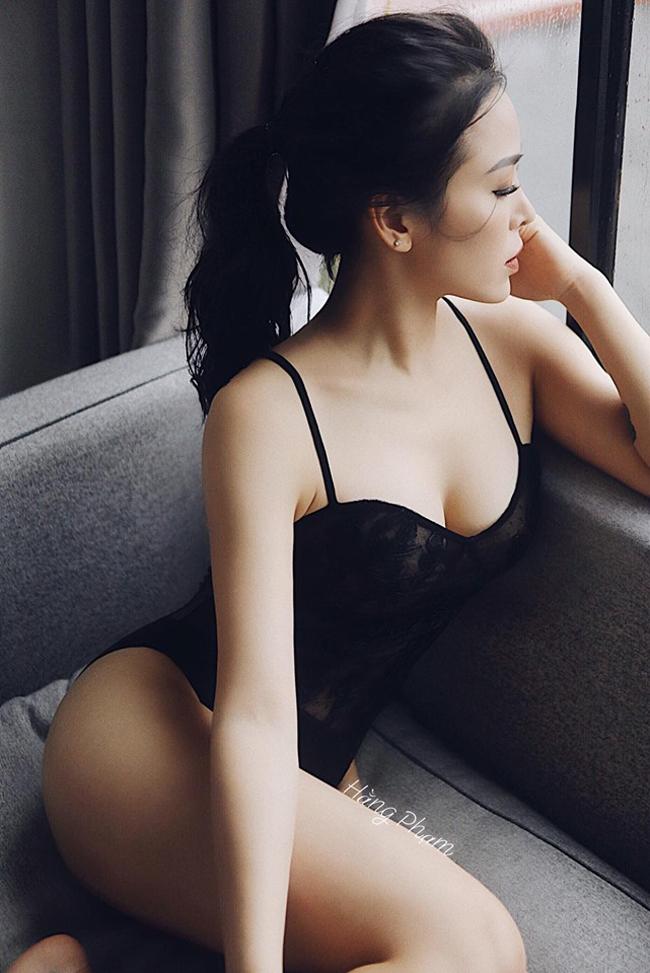 Cô nàng sống và làm việc tại Hà Nội.