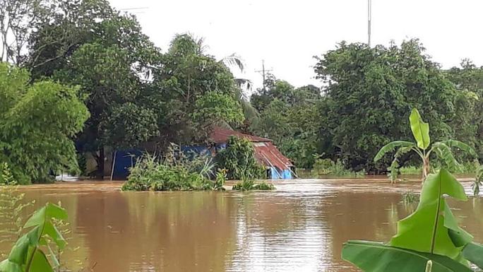 Lâm Đồng: Một Công an viên đi cứu hộ bị nước lũ cuốn trôi - 1