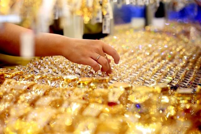 Giá vàng hôm nay 9/8: Vàng trên đỉnh, bắt đầu bỏ xa mốc 42 triệu - 1