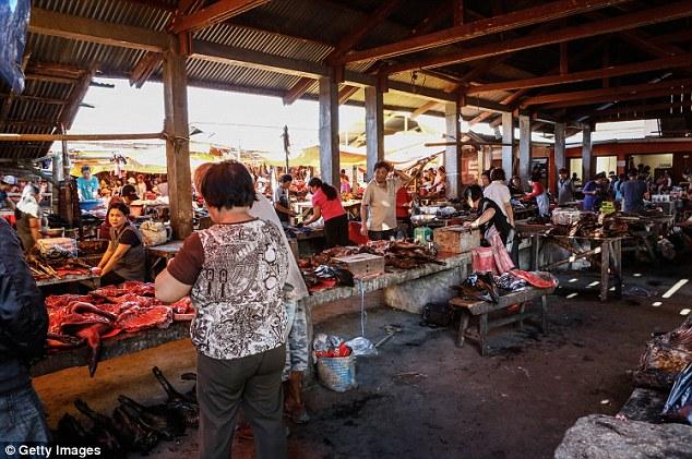 Những món ăn đáng sợ bán đầy ở chợ Indonesia khiến thực khách hết hồn - 1