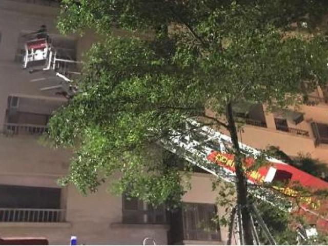 Cố mở cửa sổ, người phụ nữ trượt chân rơi từ tầng 16 toà nhà chung cư tử vong