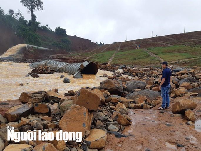Cận cảnh giải thoát bom nước thủy điện Đắk Kar - 1