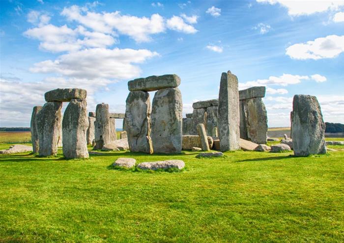 Bất ngờ cách người xưa vận chuyển đá khổng lồ xa 200km đến bãi đá cổ StoneHenge - 1
