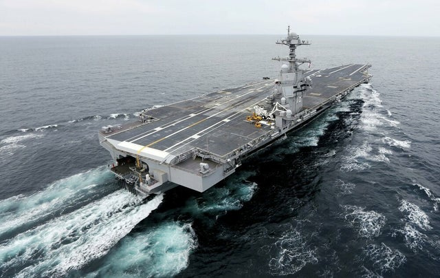 5 lý do không loại vũ khí nào đánh bại được tàu sân bay Mỹ, trừ một thứ duy nhất - 1
