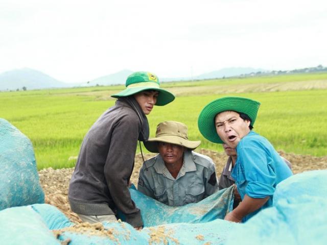 Cả trăm người dân trắng đêm dầm mình trong nước cứu đê ở Đắk Lắk