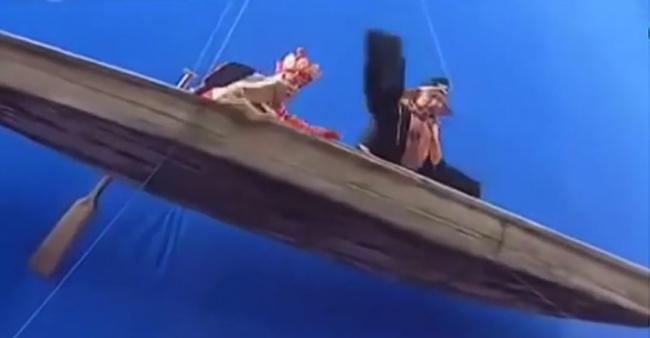 Đường Tăng, Trư Bát Giới trong một cảnh chèo thuyền kỳ thực lại được thực hiện ở độ treo lơ lửng.