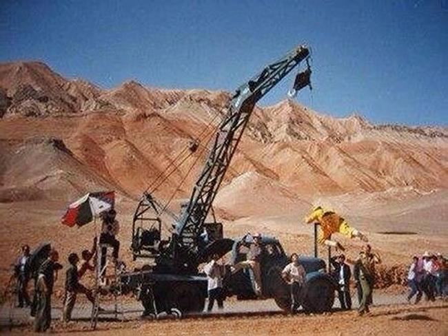 Cần cẩu được vận dụng để đoàn phim thực hiện các cảnh bay lượn.