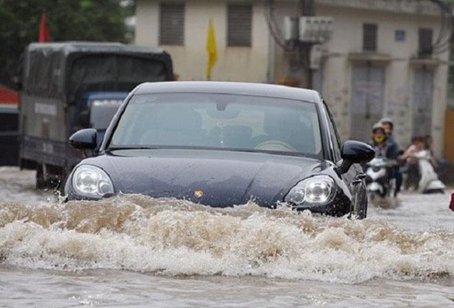 Những điều cần biết về bảo hiểm thủy kích cho ô tô và lưu ý khi lái xe trong mùa nước ngập - 1