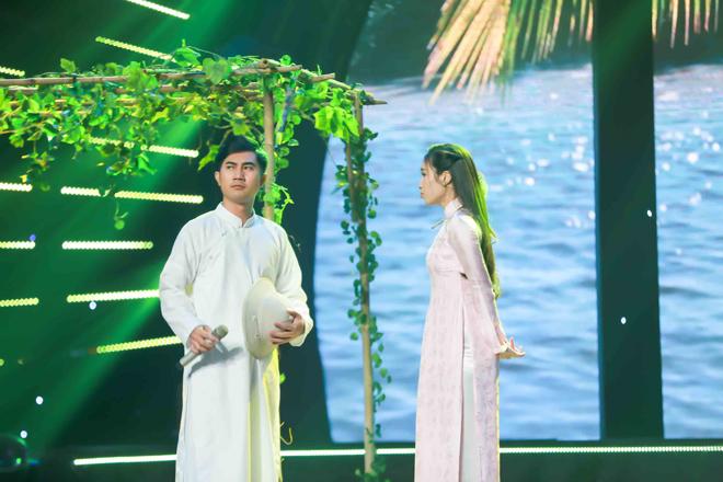 """Quang Lê bất ngờ nắm tay công bố """"vợ tương lai"""" trên sân khấu - 1"""
