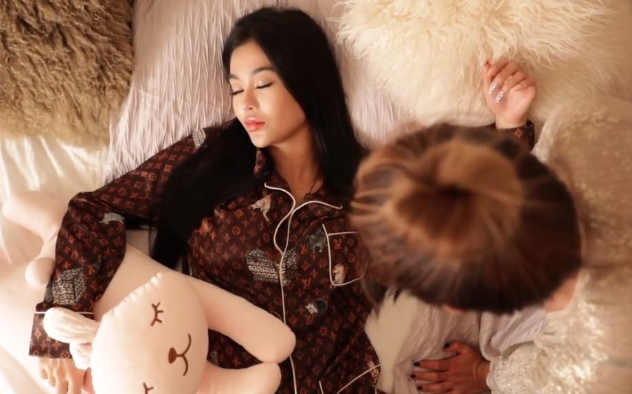 """""""Hoa hậu ăn chơi nhất Sài Gòn"""" mặc đồ ngủ hơn 100 triệu đồng - 2"""