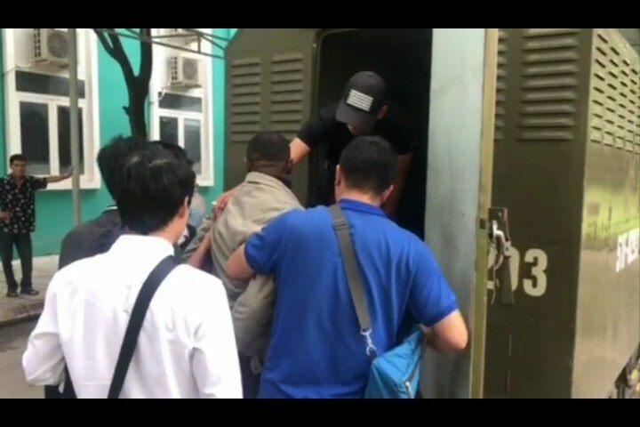 Bí mật khủng khiếp trong bụng của người nước ngoài bị phát hiện ở sân bay Tân Sơn Nhất - 1