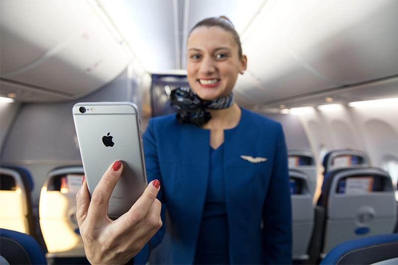 Mỹ: Từ dấu hiệu lạ trong toilet khoang hạng nhất máy bay, khách nữ phát hiện bị quay lén - 1