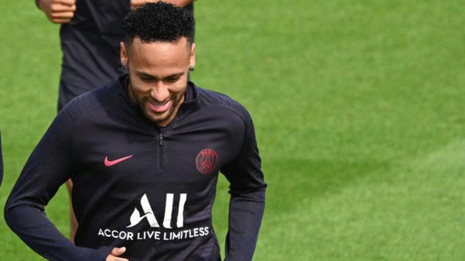 """Neymar bị fan PSG chửi bới: Đau lòng tấm băng rôn, dễ về Barca đổi chỗ """"bom tấn"""" - 1"""