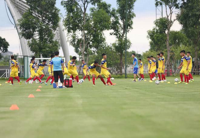 U23 Việt Nam tập đấu SEA Games: Tổn thất binh lực, thầy Park đưa bài tập gây bất ngờ - 1
