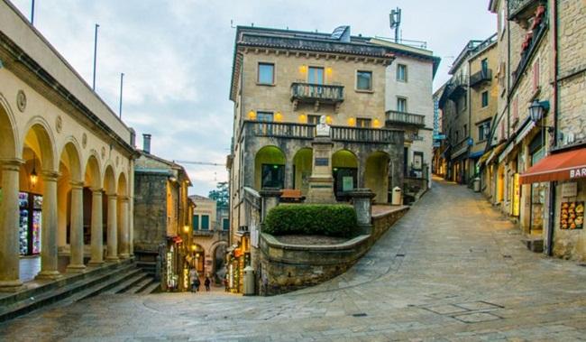 San Marino, có tên đầy đủ là Cộng hòa Đại bình yên San Marino, là một trong những nước nhỏ nhất trên thế giới tại châu Âu, nằm hoàn toàn trong lãnh thổ nước Italia. Đây là một trong những nước có diện tích nhỏ nhất thế giới nhưng là quốc giagiàu có.