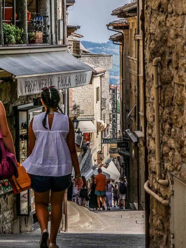 Trước đây, San Marino là một trong những thiên đường thuế. Tháng 9/2009, OECD đưa San Marino khỏi danh sách các thiên đường thuế.