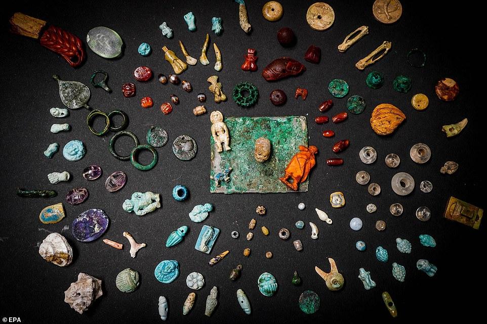 Phát hiện kho báu bí ẩn bị nhấn chìm cùng thành phố La Mã cách đây 2.000 năm - 1