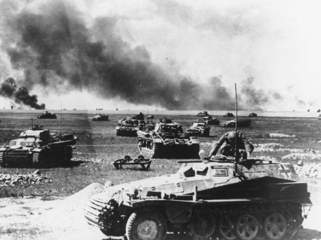 """Điều gì xảy ra nếu trùm phát xít Hitler không mắc """"sai lầm lớn nhất"""" là đánh Liên Xô?"""
