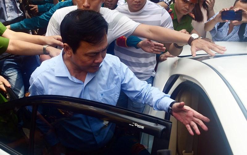 Ngày 23/8 mở lại phiên xử cựu viện phó Nguyễn Hữu Linh dâm ô - 1