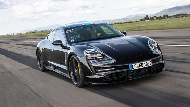 Sedan chạy điện Porsche Taycan EV 2020 sẽ trình làng vào tháng 9 tới đây - 1