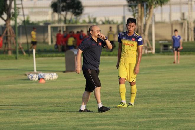 U23 Việt Nam tập đấu đội Trung Quốc xé lưới Man City: Ấn tượng SAO 1,92m - 1