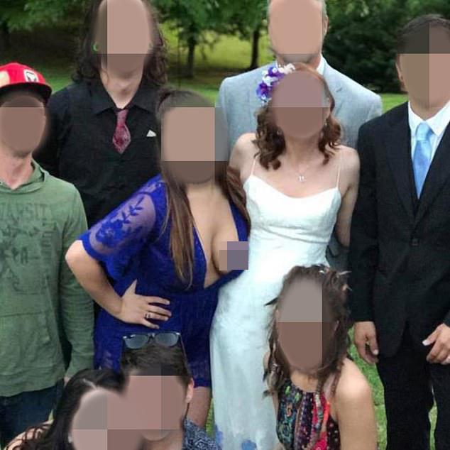 Phù dâu ăn mặc phản cảm trong đám cưới bị dân mạng mắng không tiếc lời - 1