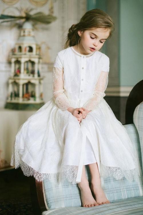 Váy trắng: Tuyệt tác Haute Couture của thời ấu thơ - 1