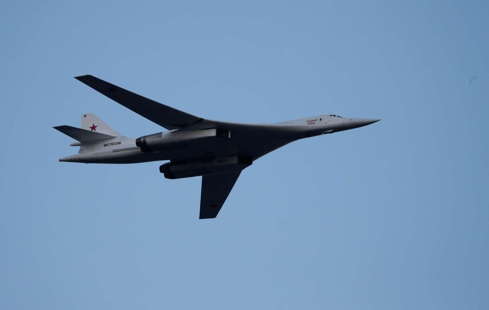 Máy bay ném bom hạt nhân của Nga áp sát lãnh thổ Mỹ - 1